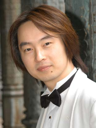 Photo of David Cho - Guest Conductor